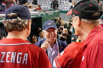 Xuất hiện trong trận đấu bóng chày, ông Biden bị phe Cộng hòa phản ứng dữ dội