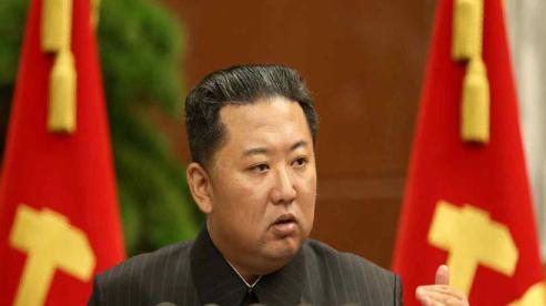 Nhà lãnh đạo Kim Jong Un thông báo sẽ khôi phục đường dây liên lạc với Hàn Quốc