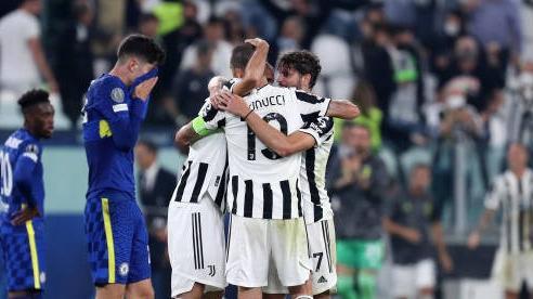 HLV Chelsea cho rằng học trò đã biếu không bàn thắng cho Juventus