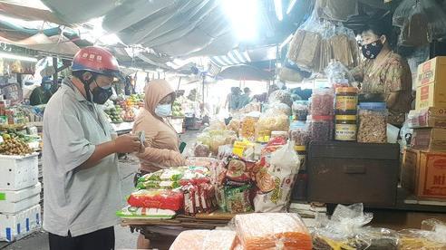 Thận trọng mở lại chợ truyền thống