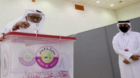 Cử tri Qatar lần đầu tham gia bỏ phiếu bầu cử quốc hội