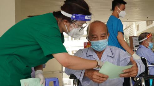 TP HCM: Hầu hết người dân ra đường có xác nhận tiêm vắc-xin, thẻ xanh Covid-19