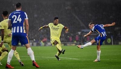 Hứng chịu 21 pha dứt điểm, Arsenal thoát thua Brighton nhờ 'người nhện'