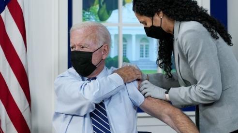 Tổng thống Joe Biden: Vaccine giúp Mỹ đánh bại Covid-19 và tiến về phía trước