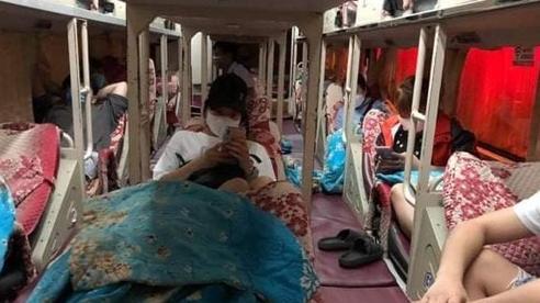 Bắt giữ xe khách giường nằm vận chuyển 'khách chui' trên đường Phạm Hùng