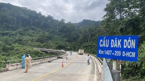 Đi xe máy về quê tránh dịch, 2 mẹ con bị tai nạn tử vong tại đèo Lò Xo