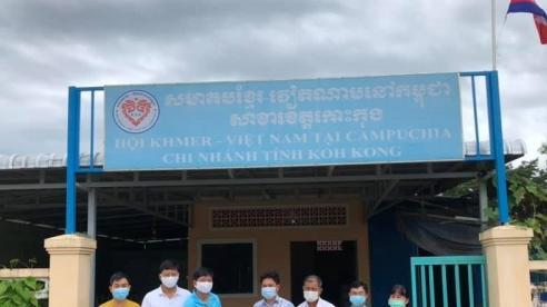 Trao 1000 USD cho dự án cải tạo và nâng cấp lớp học của cộng đồng người gốc Việt tại Koh Kong