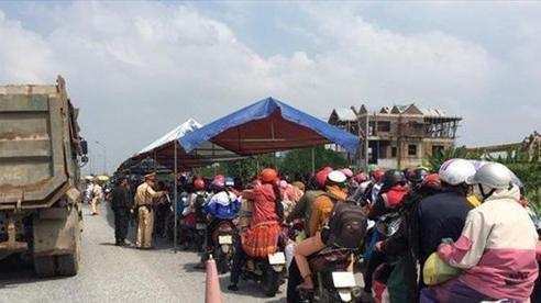 Công an Hà Nội hướng dẫn, giúp đỡ hàng trăm người dân về quê sau dịch