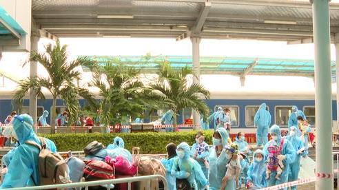 Hơn 600 người dân từ TP Hồ Chí Minh và các tỉnh phía Nam đã về đến Ninh Bình