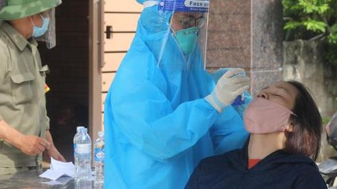 Test nhanh khi ho sốt, mẹ và con 1 tuổi nhiễm SARS-CoV-2