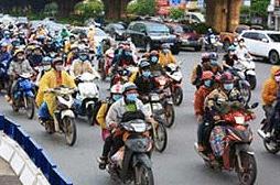 CSGT ngày đêm ứng trực đón người dân về từ phía Nam đi qua Thủ đô