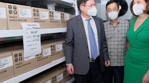 Tiếp nhận 300.000 liều vắc-xin AstraZeneca, trang thiết bị do Úc tặng
