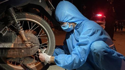 Sinh viên Trường ĐH Đông Á: Vượt mưa gió, xuyên đêm cứu hộ xe máy, giúp dân về quê tránh dịch