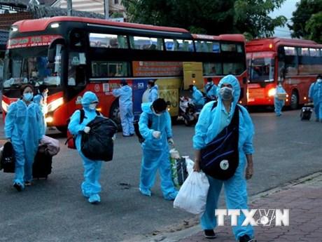 Quân ủy Trung ương tặng nhu yếu phẩm cho nhân dân Bình Thuận