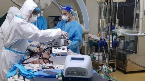 Lần đầu tiên can thiệp nút mạch thành công điều trị ho ra máu nặng ở bệnh nhân COVID-19 nguy kịch