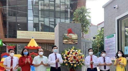 Quận Thanh Xuân: Gắn biển 2 công trình chào mừng kỷ niệm 25 năm thành lập quận