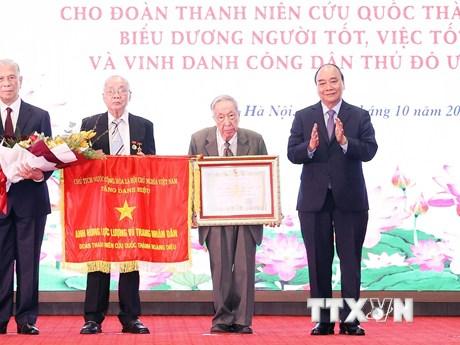 Trao danh hiệu anh hùng cho Đoàn Thanh niên cứu quốc thành Hoàng Diệu