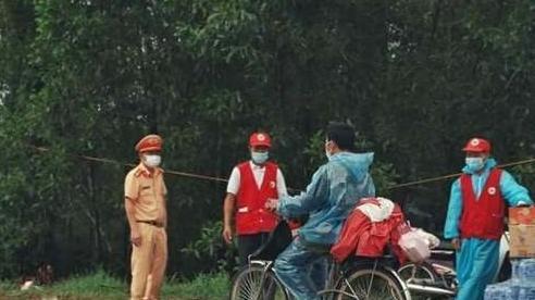 Đạp xe từ miền Nam về Hà Giang, người đàn ông được tặng xe máy