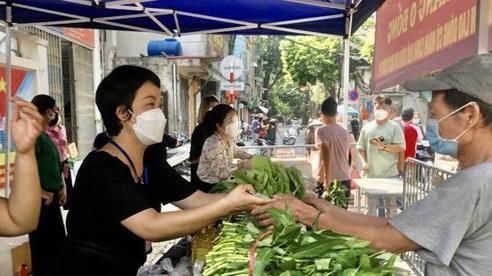 Hà Nội đã hỗ trợ tiền cho 206.072 lao động tự do gặp khó khăn do Covid-19