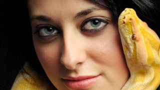 Những cách làm đẹp kỳ dị (1): Làm đẹp từ nọc độc rắn - Chị em nghe xong thì sợ hãi nhưng biết lợi ích thì thi nhau săn lùng