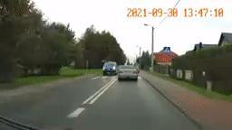 Suýt đâm người ngay trước xe cảnh sát, BMW lập tức bị truy đuổi