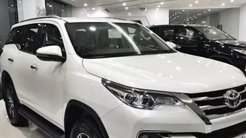 Đại lý ô tô tăng tốc 'gỡ' doanh số, giá giảm sâu