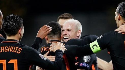 Hà Lan nhọc nhằn đánh bại Latvia