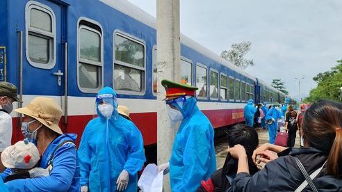 Quảng Bình: Đón hàng ngàn người dân về quê bằng tàu hỏa