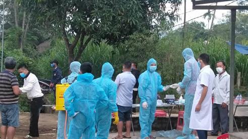 Đưa thi thể 2 người đàn ông ở Nghệ An đi xe máy gặp nạn về quê
