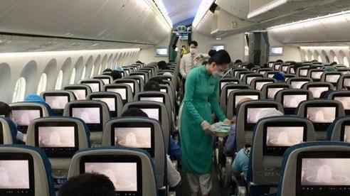 Chuyến bay đầu tiên chở khách từ TP.HCM về Nội Bài sau nới lỏng giãn cách