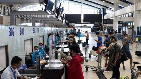 Hành khách khó đi máy bay vì quy định chống dịch mỗi nơi một kiểu