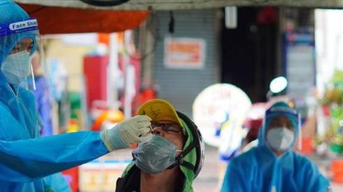 Lực lượng giao hàng tại TP Hồ Chí Minh tiếp tục xét nghiệm 3 ngày/lần