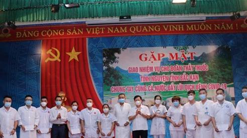 Bắc Kạn cử 19 cán bộ y tế hỗ trợ Đồng Nai chống dịch