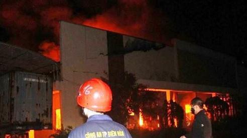 Công an, quân đội nỗ lực khống chế vụ cháy lớn trong đêm ở Đồng Nai