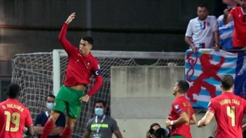 Ronaldo lập hat-trick trong trận thắng 5-0 của Bồ Đào Nha
