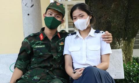 Những mối tình nảy nở giữa các chiến sĩ và nữ tình nguyện viên chống dịch
