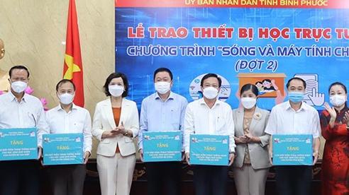 10 nghìn điện thoại thông minh trao cho học sinh học trực tuyến ở Bình Phước