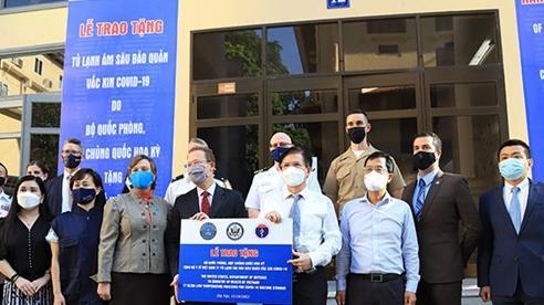 Việt Nam tiếp nhận tủ lạnh âm sâu từ Hoa Kỳ để lưu trữ vaccine Pfizer