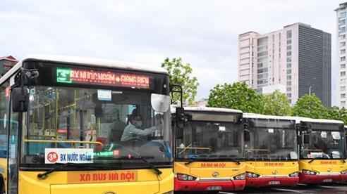 Ngày đầu xe buýt Hà Nội hoạt động trở lại: Bảo đảm phòng dịch, lượng khách chưa nhiều