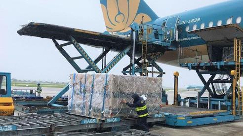 Vận chuyển 560.000 liều vắc-xin và vật tư y tế từ châu Âu về Việt Nam