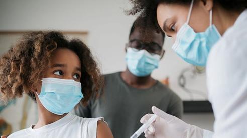 Nhiều nước tiêm vaccine Covid-19 cho trẻ em