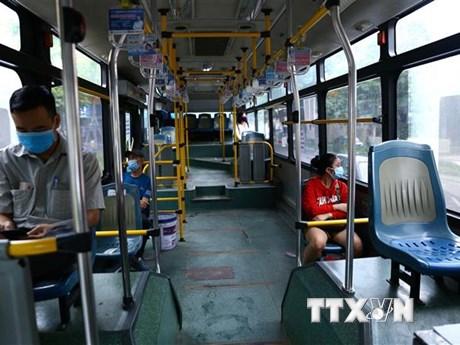 Người dân Hà Nội 'e dè' dịch bệnh, xe buýt, taxi vắng khách