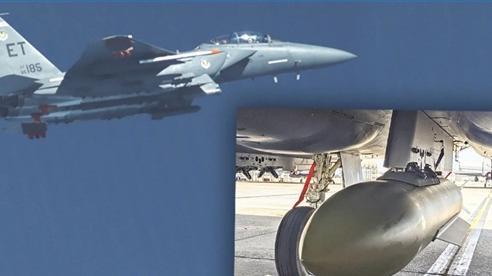 F-15E lần đầu dùng bom 2,5 tấn diệt mục tiêu