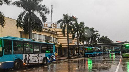 Hà Nội: Xe buýt ngày đầu hoạt động trở lại chỉ lác đác vài hành khách