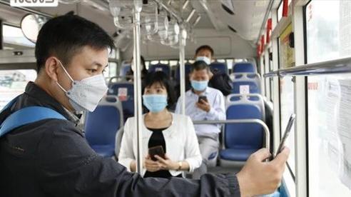 Ngày đầu xe bus hoạt động trở lại tại Hà Nội, tuân thủ nghiêm 5K