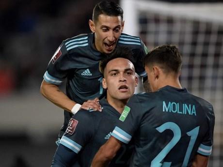 Vòng loại World Cup 2022: Argentina thắng nhọc, Chile tăng tốc