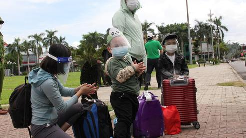 Quảng Ngãi đón 1.160 công dân trên chuyến bay về từ TP HCM, Bình Dương