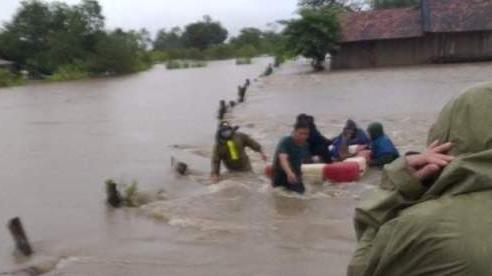 Mưa liên tục trong 2 ngày, huyện biên giới Ea Súp ngập sâu cục bộ, có đoạn quốc lộ ngập tới 1m