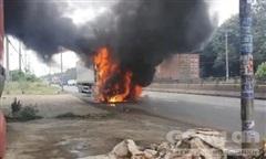 Đang lưu thông, xe container cháy dữ dội trên quốc lộ 1