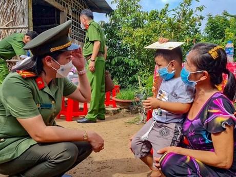 Công an thành phố Cần Thơ nhận bảo trợ 11 trẻ em mồ côi do COVID-19